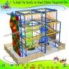Corso di avventura della costruzione di corpo con la parete rampicante per i capretti e l'adulto