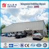 La estructura de acero de la planta de procesamiento de vidrio