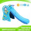 Скольжение нового оборудования спортивной площадки детей малышей младенца крытого напольного пластичное с стойкой баскетбола