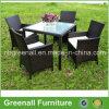 A tabela e as cadeiras de jantar do Rattan de Seater do estilo 4 de Kd ajustaram-se