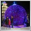 落ちる屋外のクリスマスの街灯LEDの球の装飾ライト