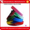Il silicone di forma fisica di marchio di Debossed mette in mostra il braccialetto