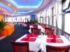 Restaurante rotatorio y plataforma rotatoria en los edificios