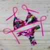As mulheres ajustadas do biquini cor-de-rosa sexy da flor levantam o terno de banho brasileiro insolente Strappy do Swimwear para barato