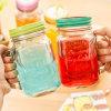 カバーおよびわらの冷たい飲むびんが付いている型のメーソンジャーのガラスマグ
