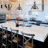 Controsoffitto bianco puro della cucina della pietra del quarzo di colore