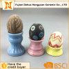 Portauovo di ceramica e guscio d'uovo verniciato di ceramica per la decorazione di Pasqua
