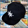 Un berretto da baseball nero di 2017 sport di modo con stampa del ricamo