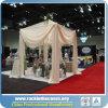 Conduzir e drapejar o carrinho da cortina para a cabine da exposição da feira profissional