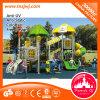 Corrediça ao ar livre do parque de diversões, campo de jogos das crianças para o jardim de infância