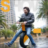 Um Unicycle elétrico grande popular da roda, alta velocidade elétrica esperta da motocicleta um trotinette da roda