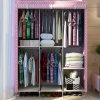 접히는 직물은 휴대용 옷장 또는 플라스틱 옷장 또는 옷장 조립한다