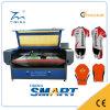 A máquina de estaca impressa Sublimation do laser do Sportswear com multi encontra o sistema de posicionamento e auto alimentação