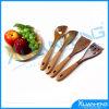 I cucchiai di legno della cucina hanno fissato la cottura del legno dell'utensile