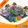 Campo de jogos interno pré-escolar do castelo impertinente o mais novo do projeto