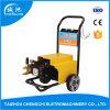 Motor eléctrico de amarillo la arandela de limpieza a alta presión