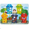 Brinquedo alegre das crianças da proteção ambiental