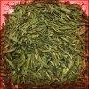 L'offerta fatta a mano lascia il tè verde