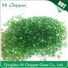 緑の庭の装飾的なガラス玉