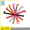 Fabricado en China Diseño personalizado precio barato de plástico PVC muñequera ajustable