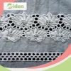 Tessuto bianco del merletto del ricamo del cotone 100 con i fori