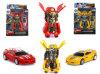 O brinquedo das crianças transforma o carro do brinquedo para o menino (H6771022)