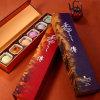 Handmade десерты показывая коробку подарка