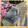 Basalt-Denkmal mit geschnitztem Vogel-Grundstein