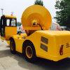 Individu chargeant le camion de mélangeur concret/la pompe hydraulique de camion mélangeur concret