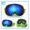Au-dessus des glaces folâtrant des lunettes de ski de lunetterie pour les hommes