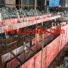 Técnicos que instalan el laminador de aluminio