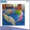 Детей в саду через забор воспроизведения установите игрушки