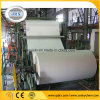 Kleines Toiletten-Seidenpapier, das Maschine herstellt