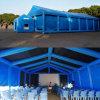 Riesiges aufblasbares blaues Zelt