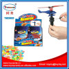 Нажимать игрушку супер вертолета пластичную с конфетой