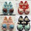 Милые сандалии детей для напольных ботинок
