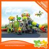 Los niños juegan al aire libre de plástico barato deslice juguete para estacionar