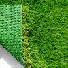 Erba artificiale di plastica d'abbellimento naturale per la decorazione del giardino
