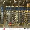 O manuseio de materiais de armazenagem de paletes de paletes vazios no depósito
