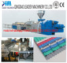 A telhadura ondulada de UPVC cobre a maquinaria da produção
