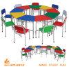 小学校の多彩な机および椅子