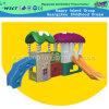De kleine Speelplaats van de School van de Dia voor Kinderen glijdt Kleine Plastic Dia (M11-09204)
