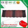 Flaches Dach-Fliese-roter und schwarzer Stein-überzogene Dach-Fliese