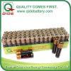 AA 1,5 V R6p um3 seco de celda de batería en la bandeja de papel de embalaje