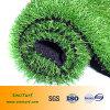 Gramado artificial da falsificação do relvado da grama da paisagem impermeável ao lado da piscina