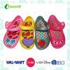 多彩なデザインの子供のPVC注入の靴
