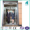 Levage de passager avec l'ascenseur handicapé