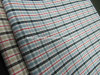 Il filo di cotone ha tinto il tessuto degli assegni per la camicia