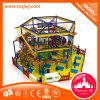 木の屋内演劇装置、屋内運動場、子供のためのロープのコース