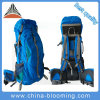 屋外の余暇旅行スポーツのキャンプの上昇移住山のバックパックをハイキングする